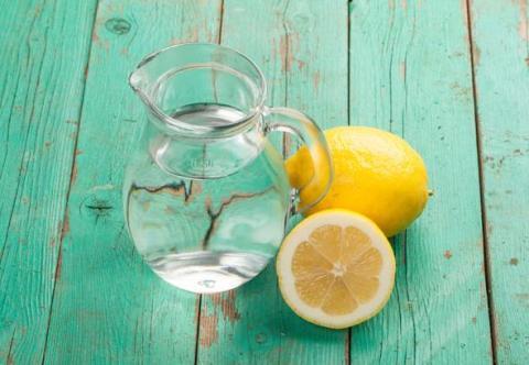 Sağlıklı, zinde bir gün için sabah su içerek güne başlamak öneriliyor.
