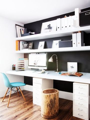 Ofiste düzenli bir masa işleri kolaylaştırır.